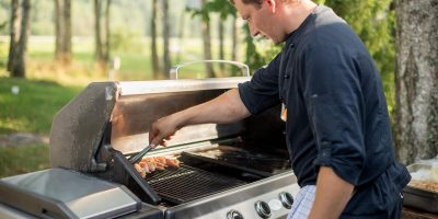 cook-professional-working-in-outdoor-kitchen-9GKFD9Q-min